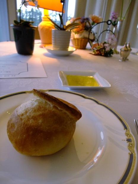 バージンオイルをパンに付けて…美味