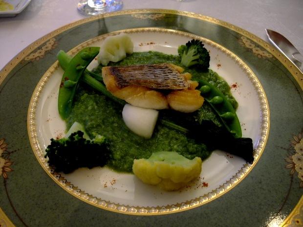 鯛のポワレ/ブロッコリーとふきのうとうのソース