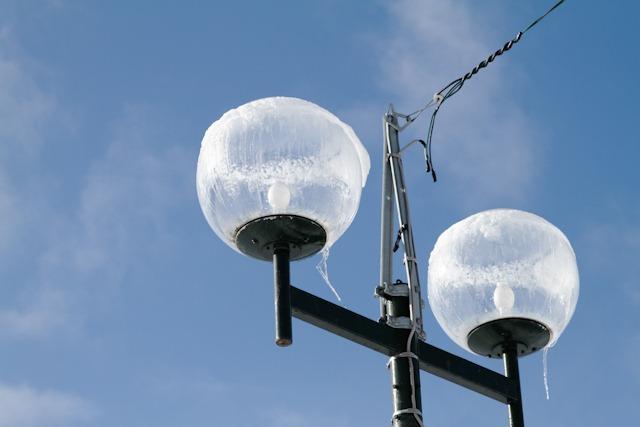 凍てつく街灯